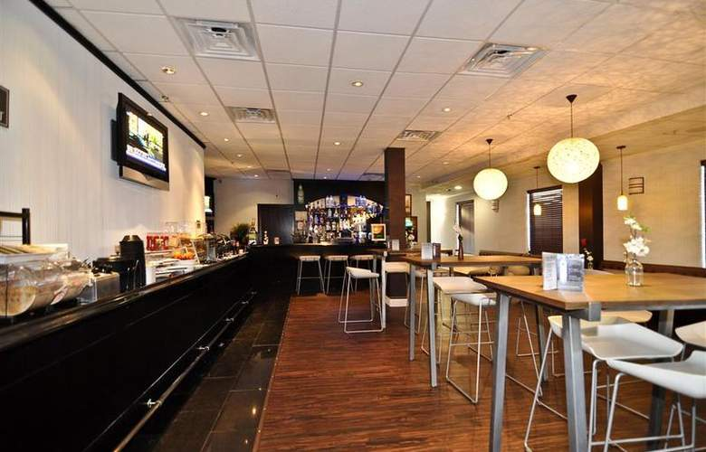 Best Western Plus Newark Airport West - Bar - 96