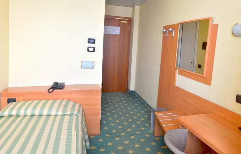 Embassy Park - Room - 7
