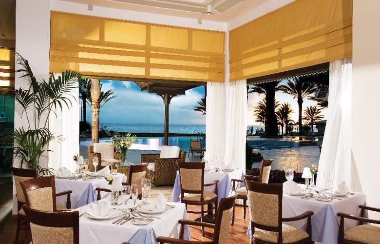 Constantinou Bros Athena Beach Hotel - Restaurant - 18