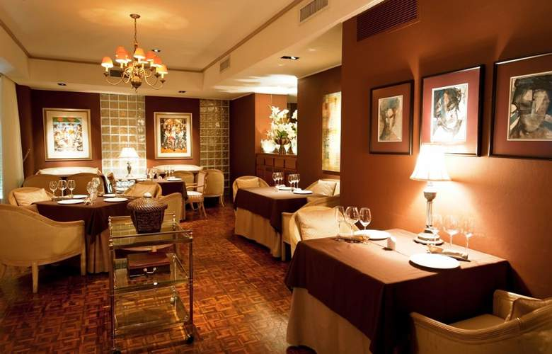 Royal by Rex Resorts - Restaurant - 9