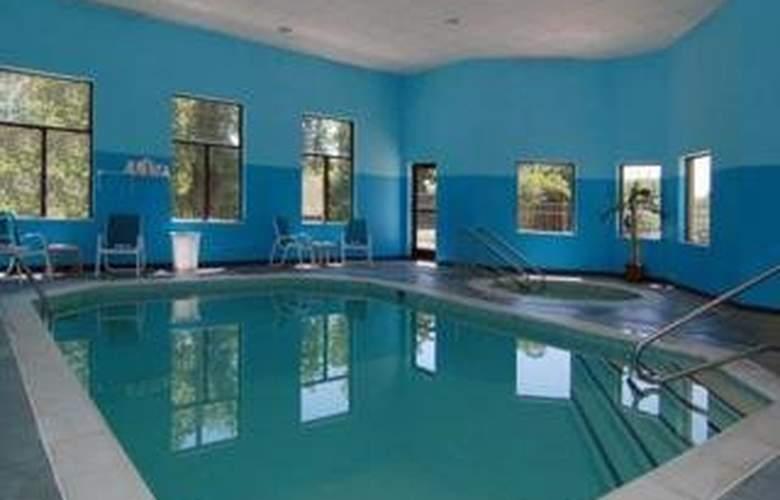 Sleep Inn & Suites - Pool - 3
