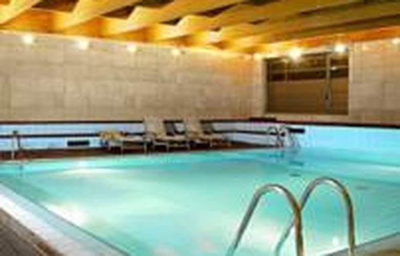 Abba Burgos - Pool - 15
