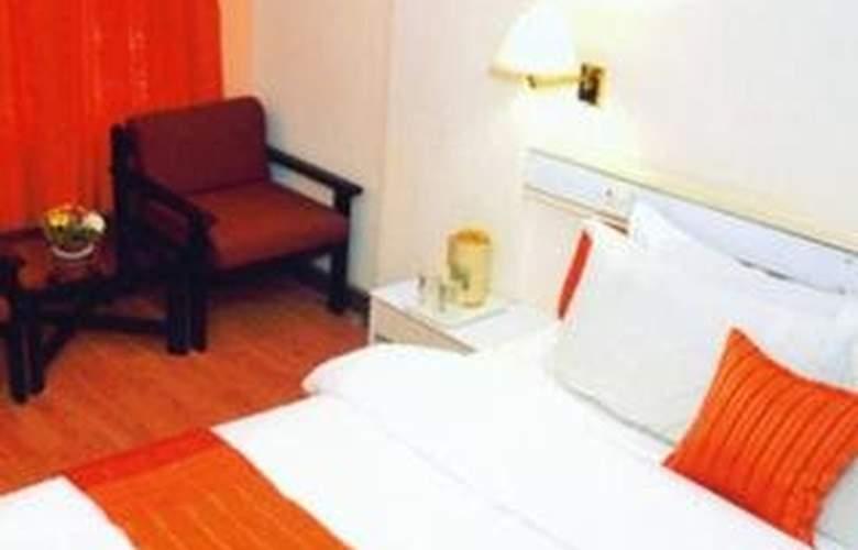 Crown Hotel - Room - 2