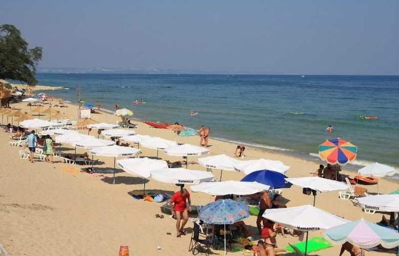 Korab - Beach - 8