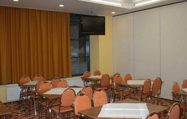 Iris Hotel Eden - Restaurant - 11