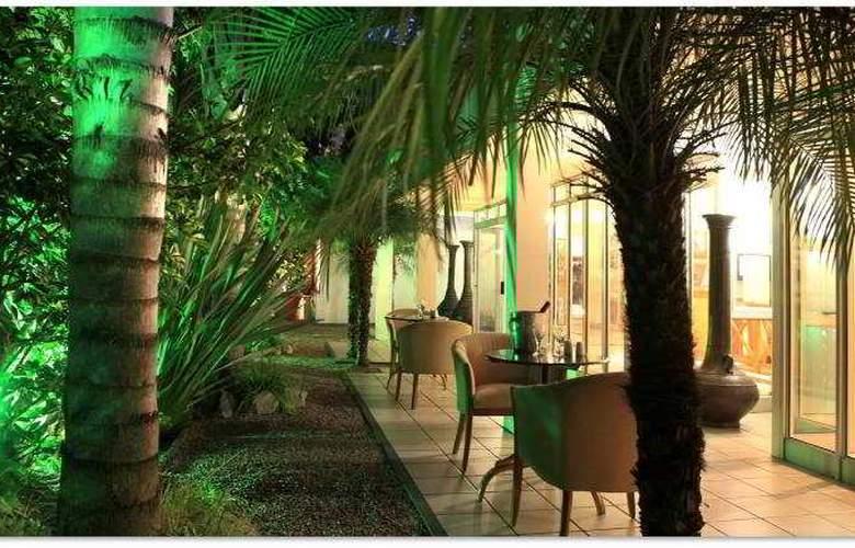 Protea Hotel Outeniqua - Terrace - 29