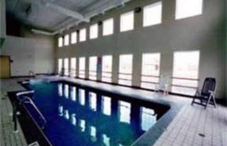 Comfort Inn - Pool - 2