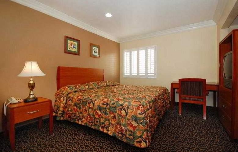Anaheim Rodeway Inn & Suites - Room - 4