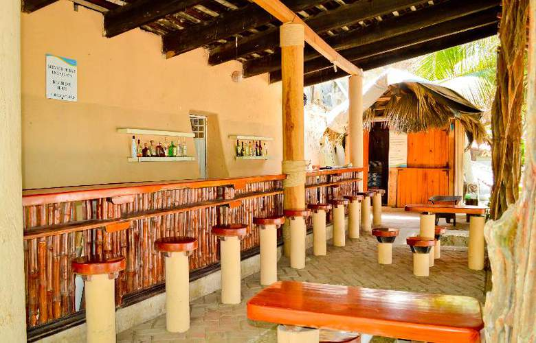 Catalina Beach Resort - Bar - 31