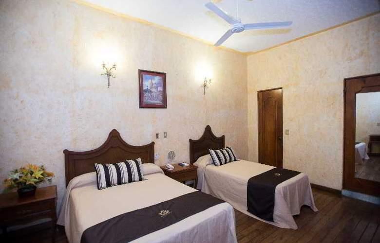 Frances - Room - 10