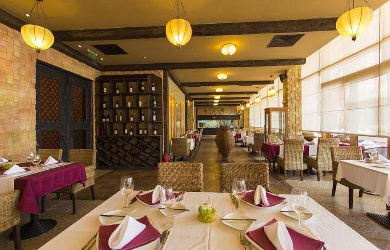Majestic Beach Resort - Restaurant - 23