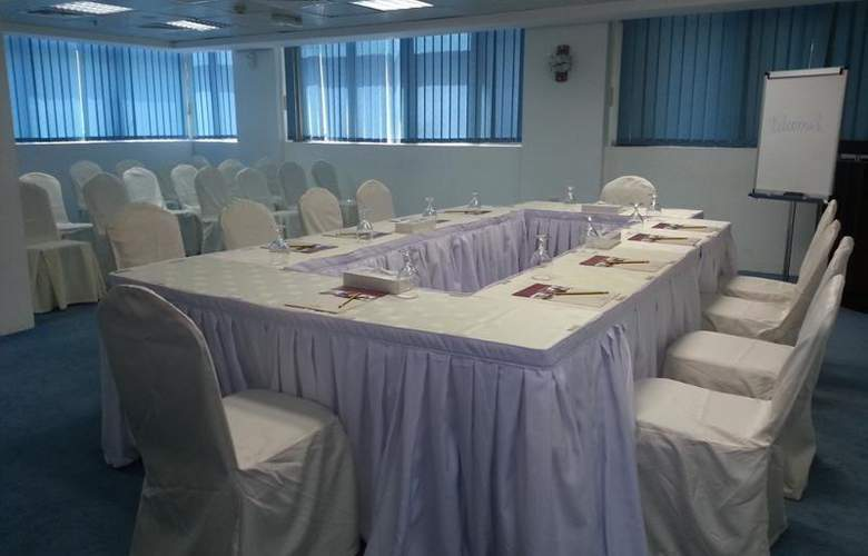 Tulip Inn Hotel Apartments Sharjah - Conference - 12
