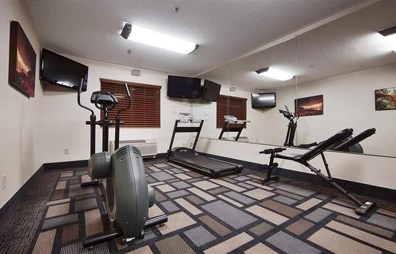 Berkshire Hills Inn & Suites - Sport - 95
