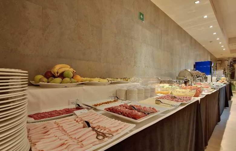 Rafael Hoteles Badalona - Restaurant - 39