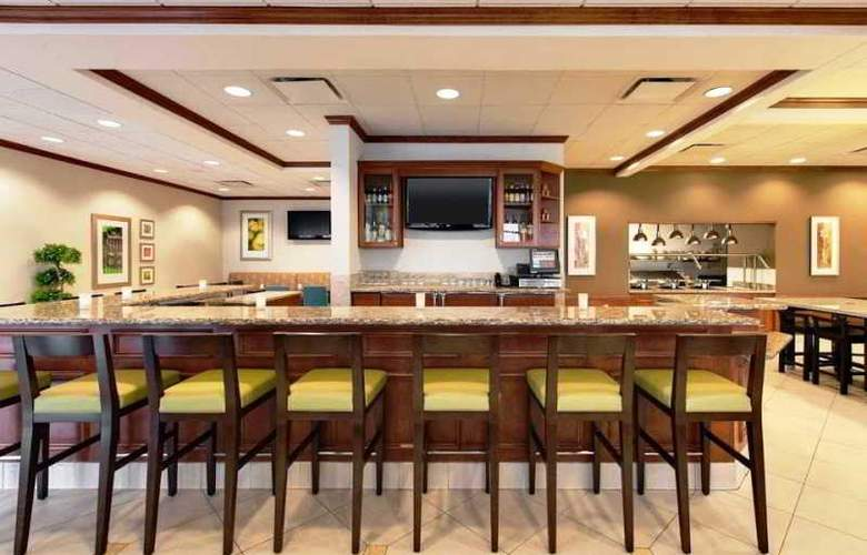Hilton Garden Inn Lake Forest Mettawa - Bar - 8
