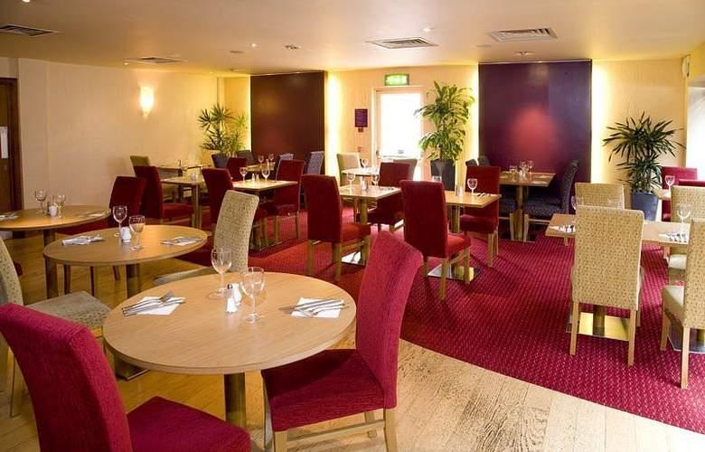 Premier Inn Watford Central - Restaurant - 4