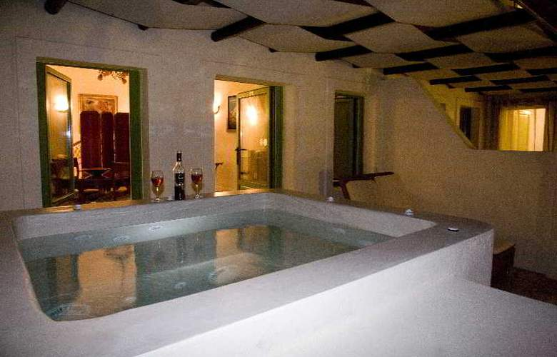 Adamis Majesty Suites - Room - 8
