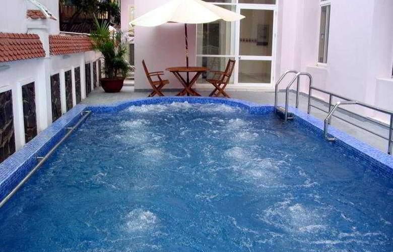 Hue Queen 1 Hotel - Pool - 2