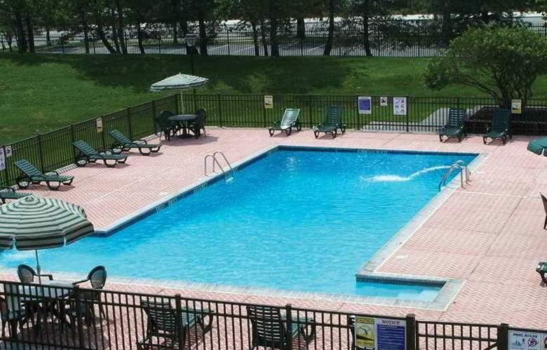 Holiday Inn Philadelphia Stadium - Pool - 1