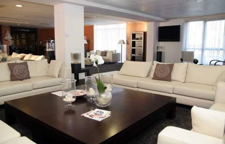 Quality Suites Bordeaux Aéroport & Spa - General - 0