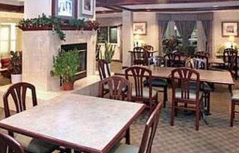 La Quinta Inn & Suites Dallas Northwest - Restaurant - 7