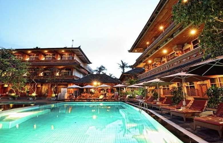 Wina Holiday Villa - Pool - 10