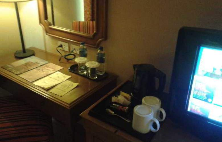 Crown Regency Prince Resort - Room - 8