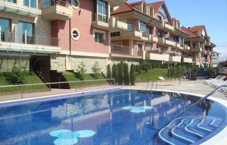 Maritimo Ris Apartamentos - Pool - 10
