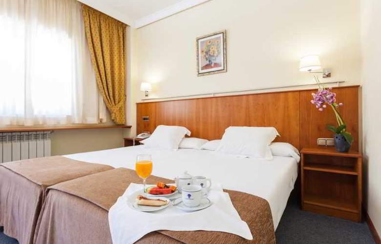 Ciudad De Compostela - Room - 17