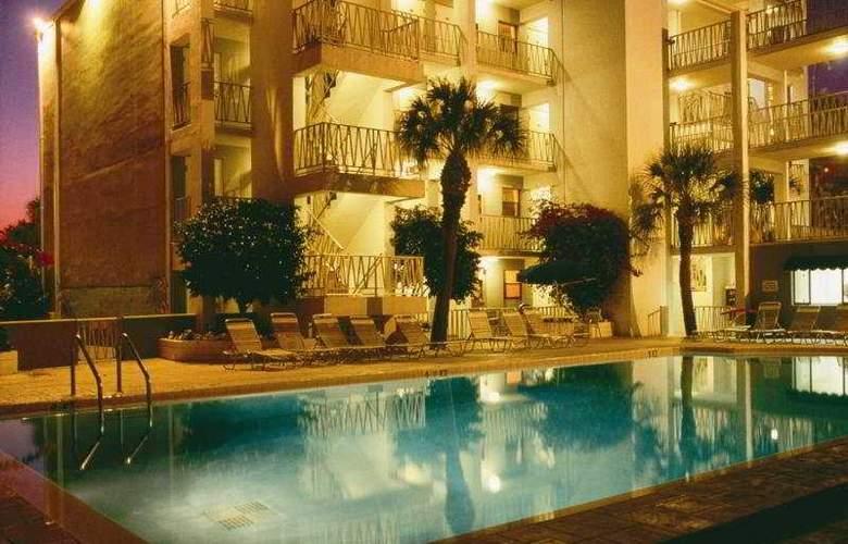 Alden Suites - Pool - 7