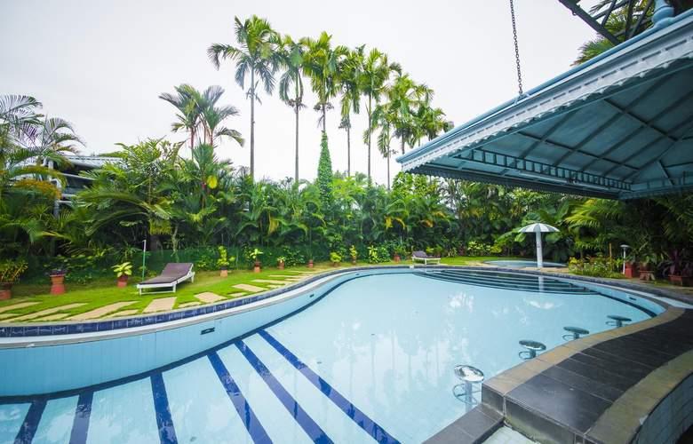 The Renai Cochin - Pool - 11