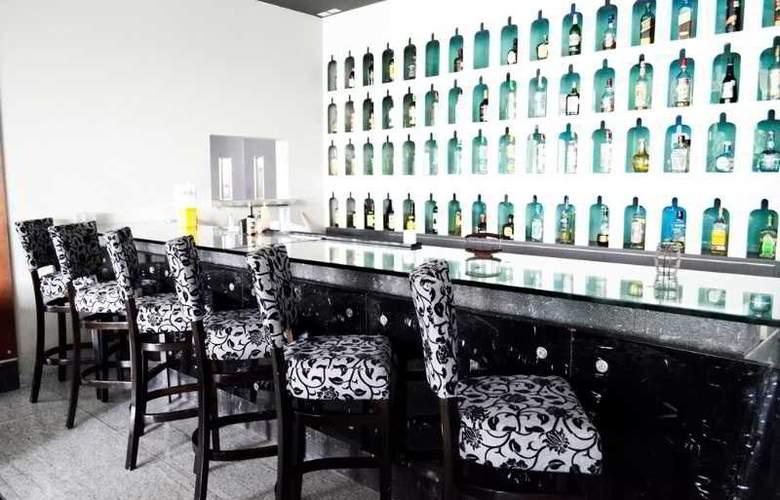Casa Inn Celaya - Bar - 12