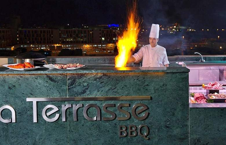 Two Seasons Hotel & Apartments Dubai - Restaurant - 3