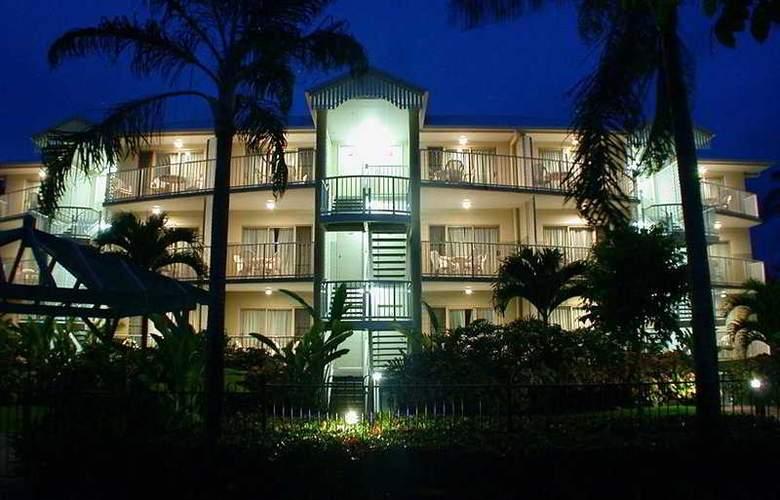 Australis Cairns Beach Resort - Hotel - 0