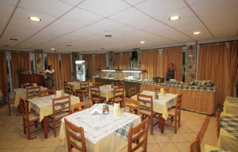 Village Inn - Restaurant - 23