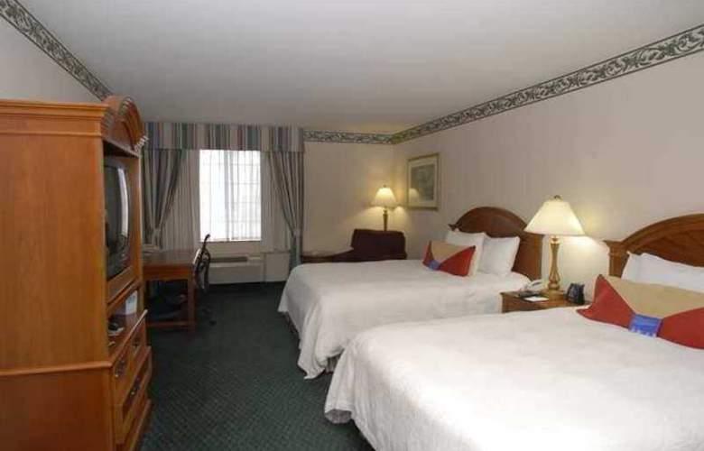 Hilton Garden Inn Bakersfield - Hotel - 1