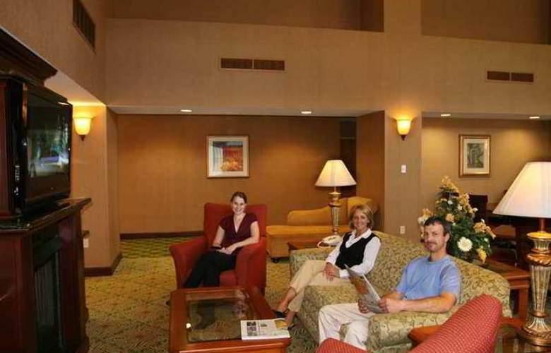 Hampton Inn & Suites Berkshires Lenox - Hotel - 2