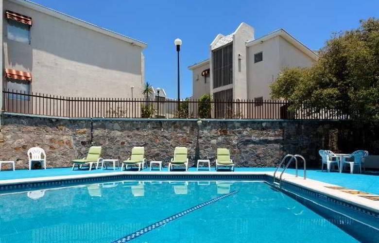 Holiday Inn & Suites Chihuahua - Pool - 4