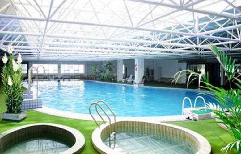 Yuquan Simpson - Pool - 3