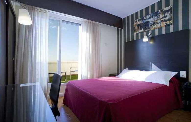 HRC Hotel - Room - 8