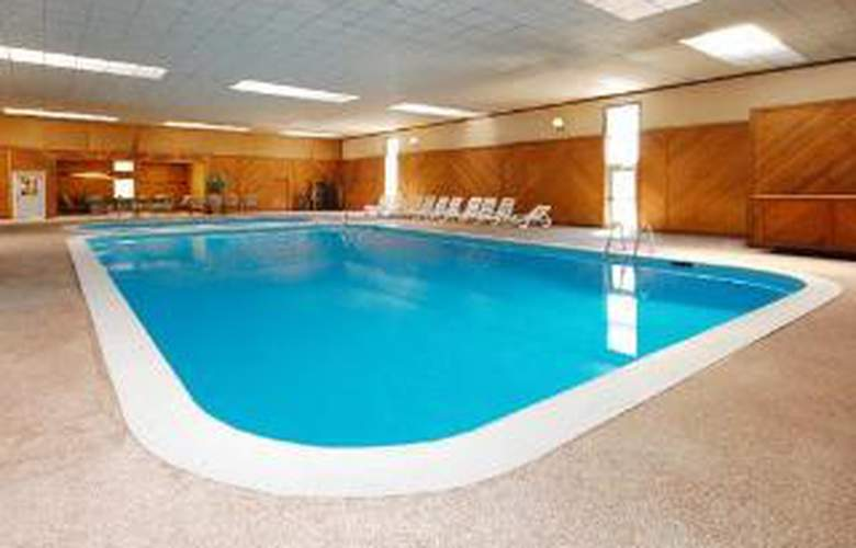 Quality Inn & Conference Center - Pool - 5