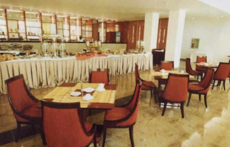 Ritz Victoria Garden - Restaurant - 5