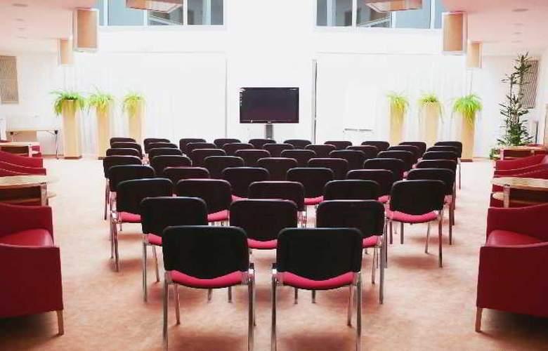 Set - Conference - 2