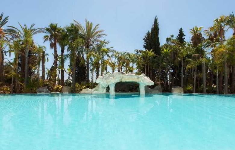 Apartamentos Guadalpin Suites - Pool - 11