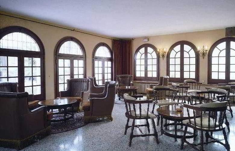 Mercedes - Restaurant - 6