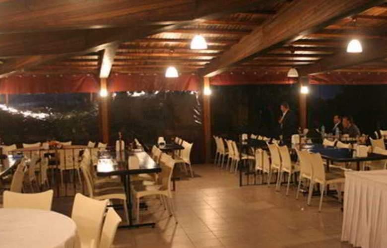 Kum Hotel - Restaurant - 18