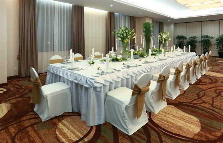 Saigon Prince - Conference - 26