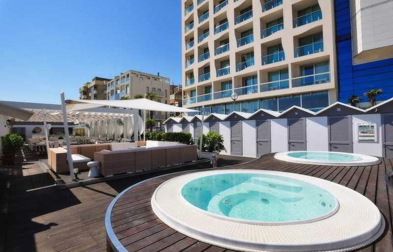 Excelsior Pesaro - Beach - 23