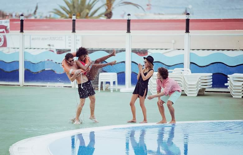 Riviera Apartamentos - Pool - 12