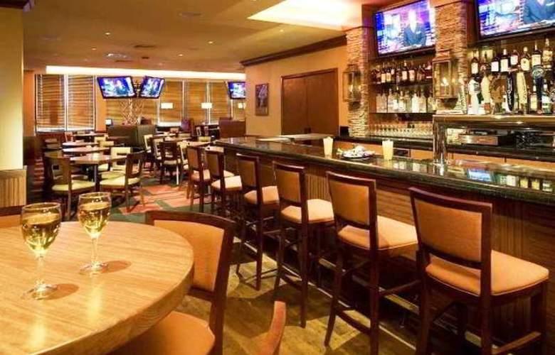 Holiday Inn Staten Island - Bar - 3